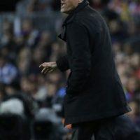 Luis Enrique, técnico del Barcelona, reclamó airadamente la jugada Foto:AP