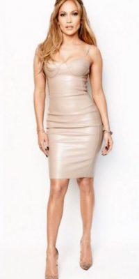 """Su salto a la fama internacional llegó en 1997, cuando protagonizó """"Selena"""", película biográfica de la fallecida cantante Selena Quintanilla. Foto:Vía instagram.com/jlo"""