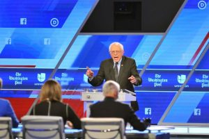 Mientras que Sanders logró mil once delegados. Foto:AFP