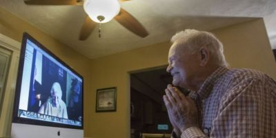 Veterano de guerra se comprometió con su exnovia 72 años después
