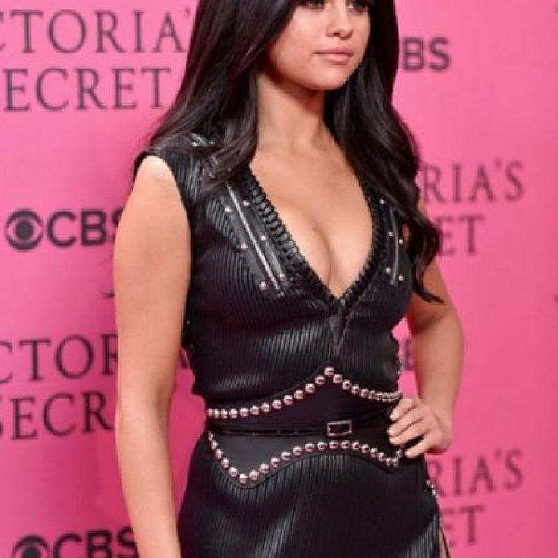 Estos son otros provocativos outfits que muestra Selena en su Instagram Foto:Vía Instagram/@selenagomez