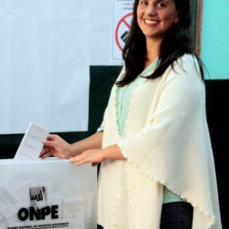 Al igual que la congresista y candidata Verónika Mendoza Foto:AFP