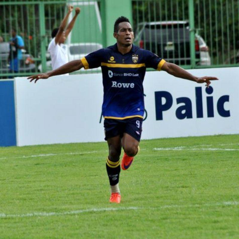 Darly Batista celebra tras marcar uno de sus tres goles. Foto:Fuente externa