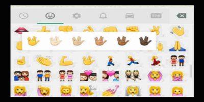 El año pasado WhatsApp lanzó la opción de cambiar el color de la piel de los emoticones. Foto:Tumblr