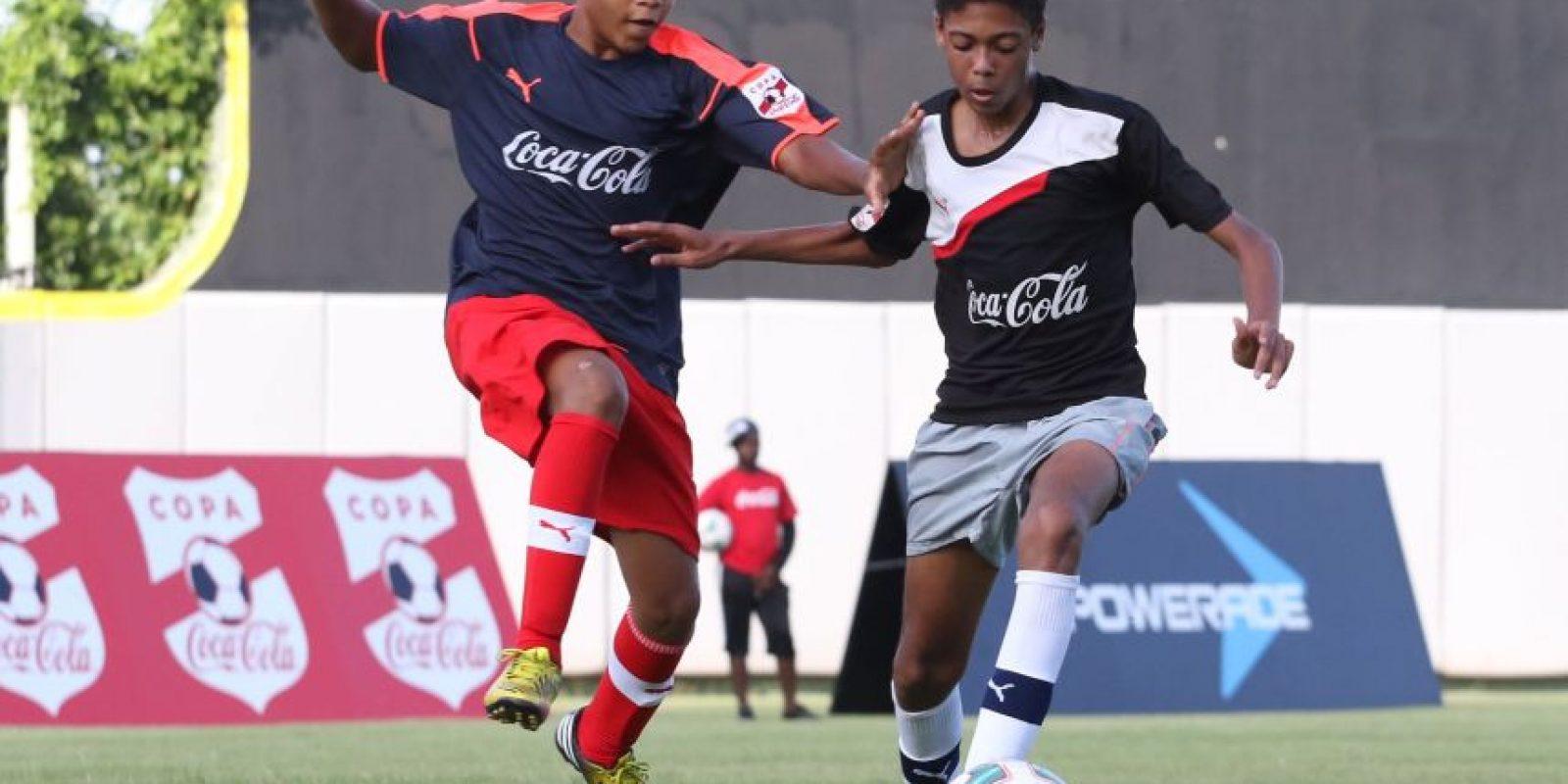 Acción del partido entre los equipos del colegio San Judas Tadeo y la escuela Angulo Guridi durante la ronda de grupos de la etapa capitaleña d. Foto:Fuente externa