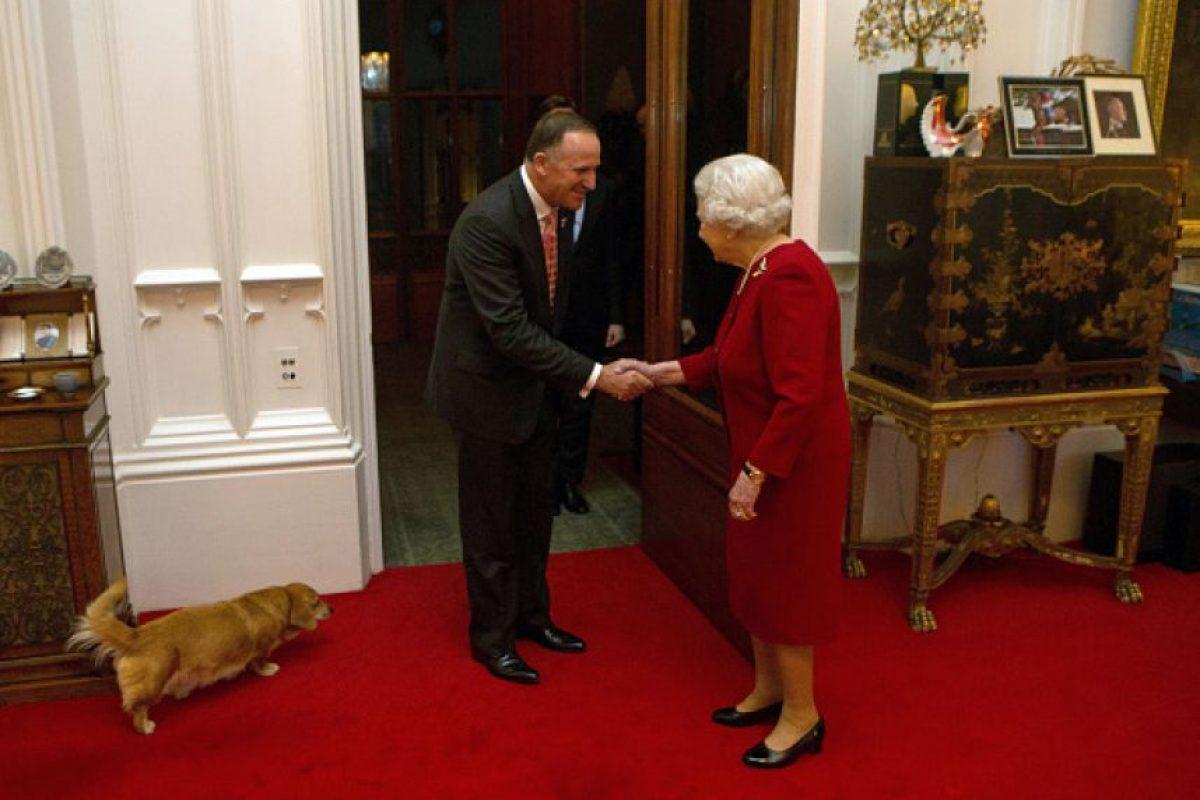 La Reina Elizabeth II también tiene dos perros corgi Foto:Getty Images