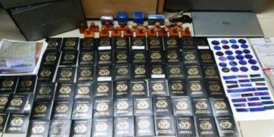 Apresan banda  con 71 pasaportes falsos
