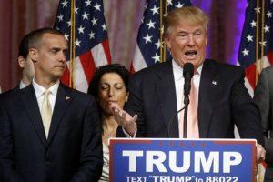 Después de la victoria en las primarias de New Hampshire el 9 de febrero, Trump reconoció públicamente su trabajo. Foto:AP