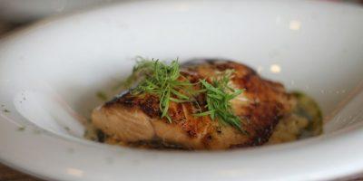 Filete de salmón. Servido con risotto de auyama y salsa de jengibre y maíz. Foto:Fuente externa