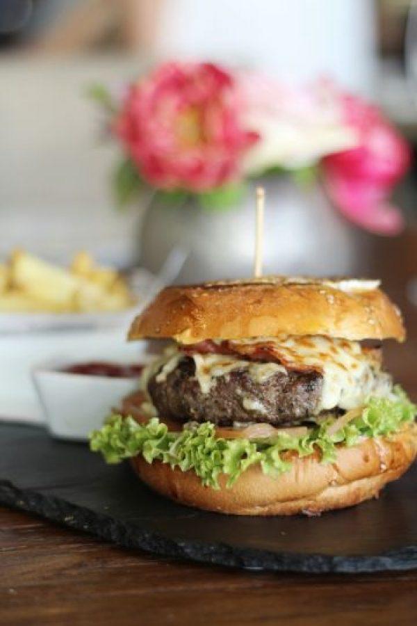 The Final Burger. Diez onzas de carne Angus, queso Muenster, tocineta caramelizada, duxelles, lechuga, tomate, mayonesa y Brioche French Toast. Foto:Fuente externa