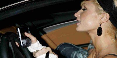 Manipular el móvil mientras se conduce es considerado un problema de salud pública. Foto:Getty Images