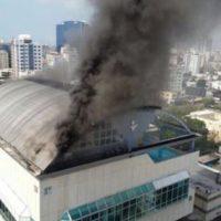 Incendio en el edificio Body Shop de Naco Foto:Twitter @ElizabethMateo