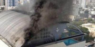 Bomberos sofocan incendio en edificio Body Shop de Naco