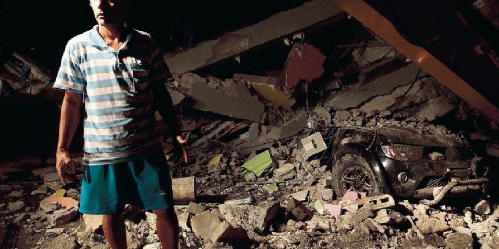 Muchos establecimientos colapsaron por completo por lo que se teme que aumente el número de fallecidos. Foto:Metro
