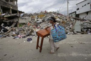 Algunos locales tuvieron que abandonar sus viviendas. Foto:AP