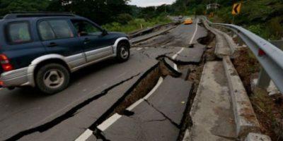 Carreteras y caminos también sufrieron daños. Foto:AFP