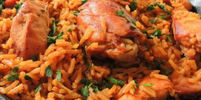 2- Locrio. Es un clásico de la cocina criolla dominicana. Este delicioso arroz se puede combinar con camarones, gambas, arenque, sardinas, pollo, cerdo, bacalao, chuleta, jamón, longaniza y todo lo que desee. Foto:Fuente externa