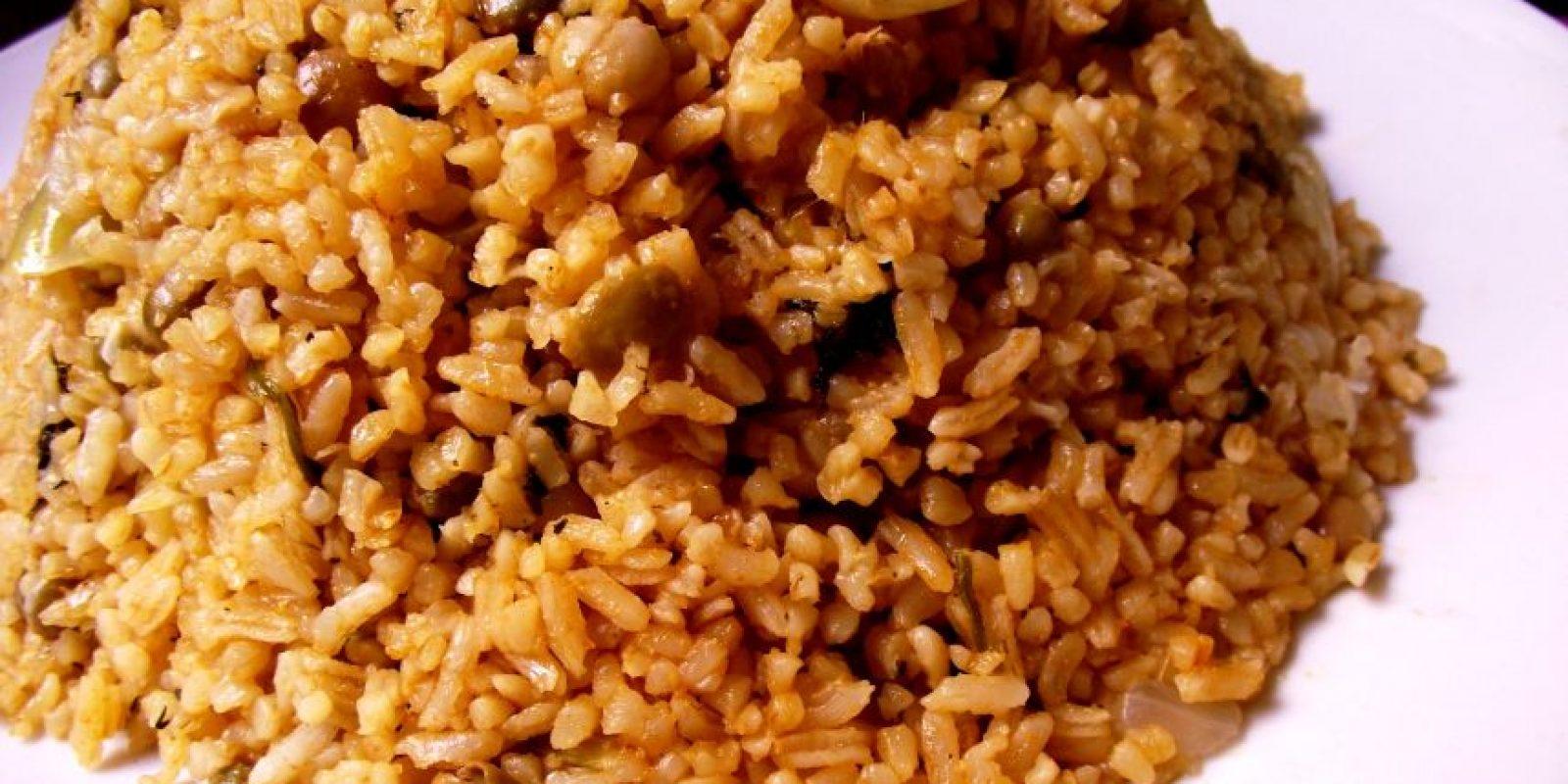 3- Moro. Es una mezcla de habichuelas, guandules o cualquier tipo de grano con arroz. Su preparación es muy fácil. Sofríes los sazones: salsa, recaíto, ají gustoso y cubanela, cebolla, ajo, aceite y sal al gusto. Foto:Fuente externa