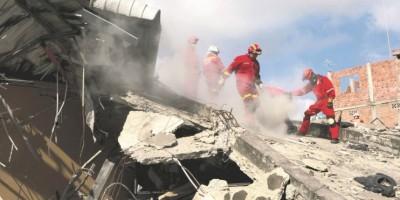 Ecuador: ardua búsqueda de sobrevivientes del sismo