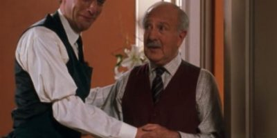 """Simon Kunz era """"Martin"""", el emotivo y genial mayordomo de Annie y Elizabeth. Foto:vía Disney"""