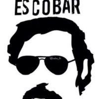 """Pablo Escobar no siempre fue considerado uno de los peores narcotraficantes de la Historia. De hecho, en 1982, en Colombia, se le llamaba """"El Robin Hood Paisa"""", por las obras benéficas que hacía en Medellín. Foto:vía Tumblr"""