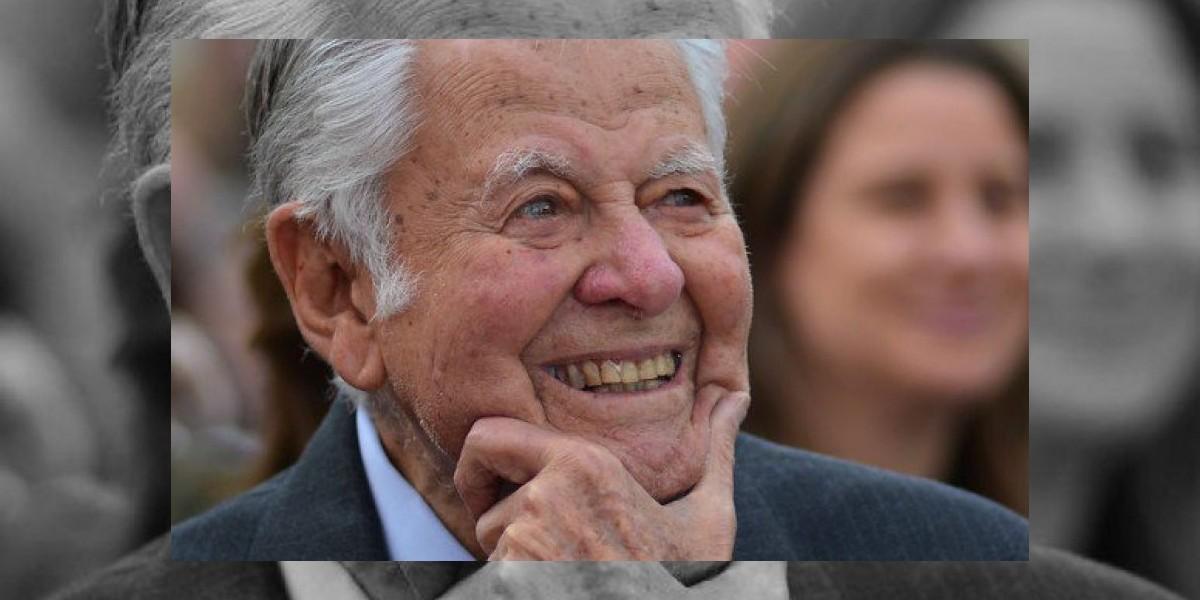 Embajada de Chile abre libro de condolencia por muerte expresidente Patricio Aylwin Azócar