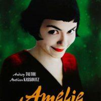 1- Amelie: Es una comedia romántica francesa que narra la historia de la joven camarera, Amélie Poulain, quien descubre que en su baño hay una pequeña caja que contiene juguetes, fotografías y cromos que un niño escondió cuarenta años atrás. Ella decide buscarlo para entregarle su caja. Al dar con el dueño y entregarle la caja, se siente inspirada por la nota positiva. De ahí nace el nuevo propósito de Amélie: lograr que las personas que están a su alrededor se sientan felices. Y eso lo combina con otro gran aprendizaje: que debemos ser tan capaces de dar, como de recibir. Foto:Fuente externa