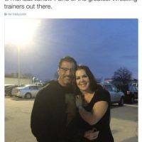 """""""Siempre es tan divertido cuando veo a mi compadre Al Snow. Uno de los mejores entrenadores de lucha libre"""". Foto:Twitter.com/ChynaJoanLaurer"""