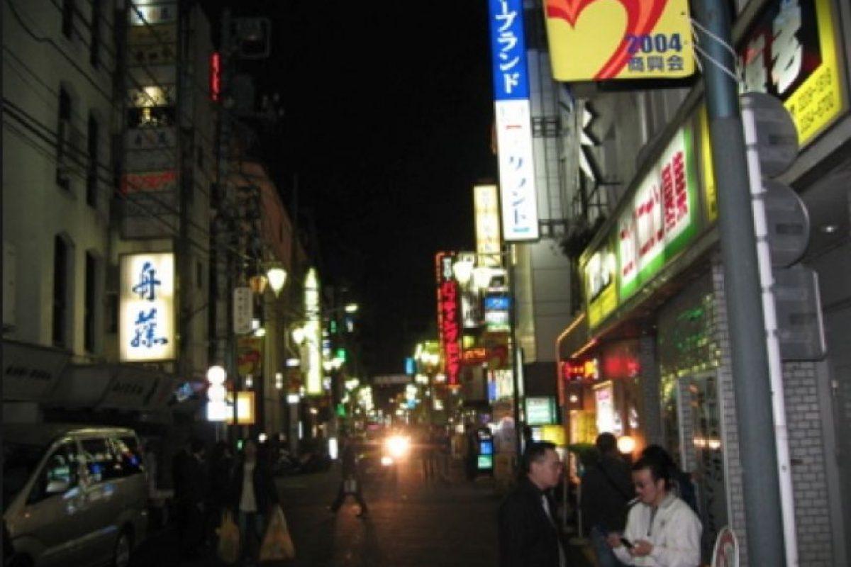 Callejón del distrito de Shinjuku en Tokio, sitio supuestamente frecuentado por la Yakuza. Foto:commons.wikimedia.org