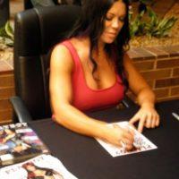 En una firma de autógrafos de 2007 Foto:twitter.com/ChynaJoanLaurer