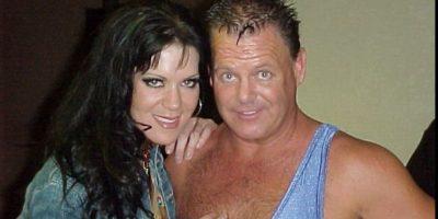 Al lado de King Lawler. Dejó la WWE en 2001 Foto:twitter.com/ChynaJoanLaurer