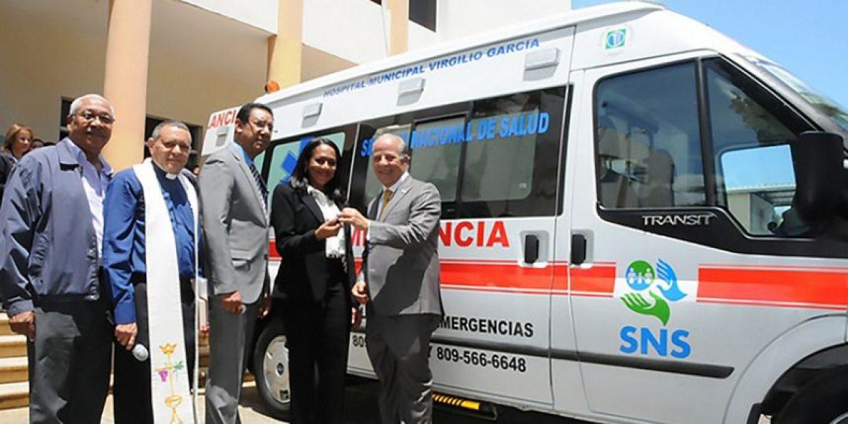 Gobierno entrega ambulancia y remodela hospitales de María Trinidad Sánchez