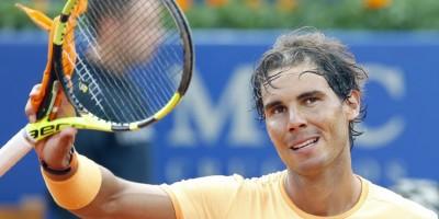 Rafael Nadal y Kei Nishikori avanzan en torneo en Barcelona