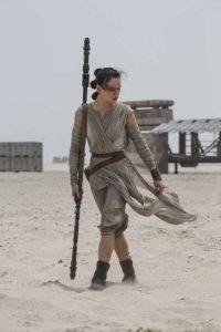 Se espera que Rey comience su preparación para convertirse en Jedi, bajo las órdenes de Luke Skywalker. Foto:Vía facebook.com/StarWars.LATAM