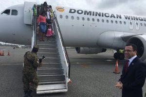 La llegada de los seis dominicanos afectados por terremoto Foto:Fuente Externa
