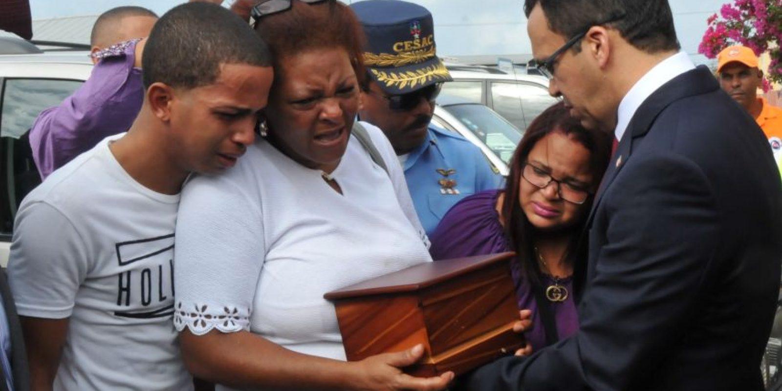 Navarro entrega los restos del dominicano fallecido en Ecuador