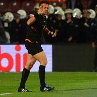 Volkan Bayarslan es el nombre del árbitro agredido. Foto:Getty Images
