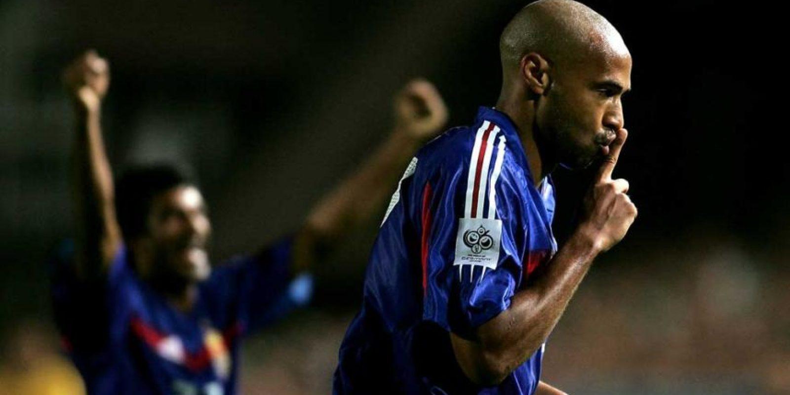 3. Francia e Irlanda disputaron uno de los playoffs de la UEFA rumbo a Sudáfrica 2010, y justo cuando la eliminatoria parecía decantarse hacia los irlandeses, apareció Thierry Henry. Foto:Getty Images