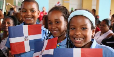 Efemérides edita himnos a la Patria y a la escuela