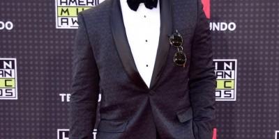 Gabriel celebra dos premios   Videoclip Awards