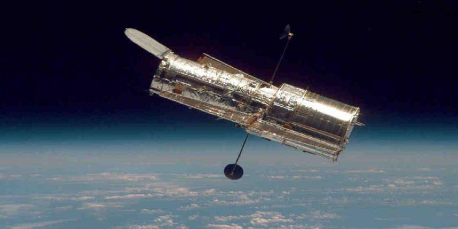 El Hubble pesa alrededor de 11 mil kilos (25 mil libras). Foto:Getty Images