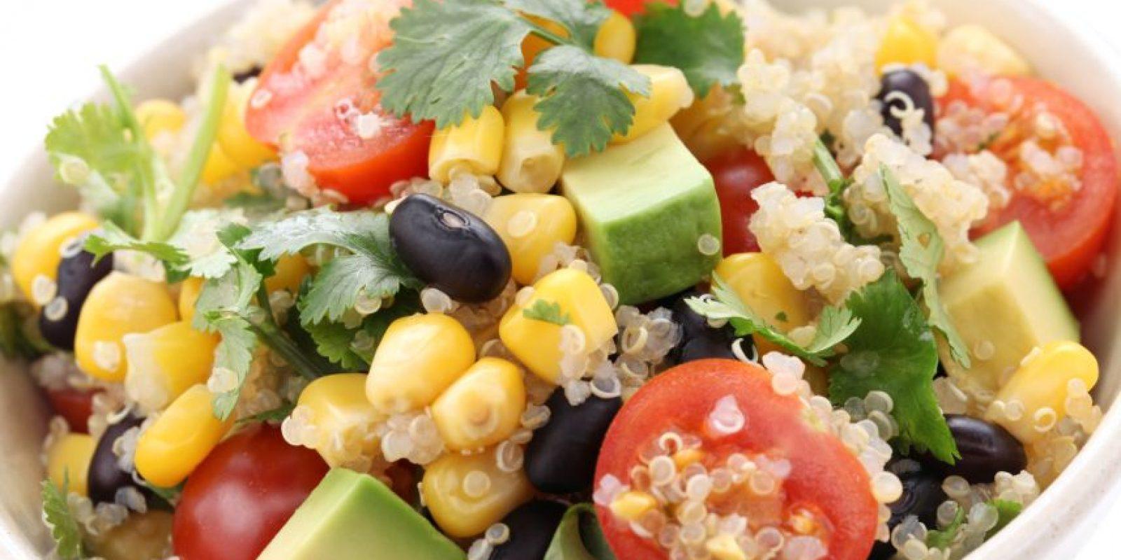 2- Ensalada de maíz y vegetales. Muy rápida y fácil de hacer. Esta ensalada a la que le podemos agregar pimientos, aceitunas, zanahoria y garbanzos es una fuente de fibra y calorías necesarias para nuestras actividades diarias. Foto:Fuente externa