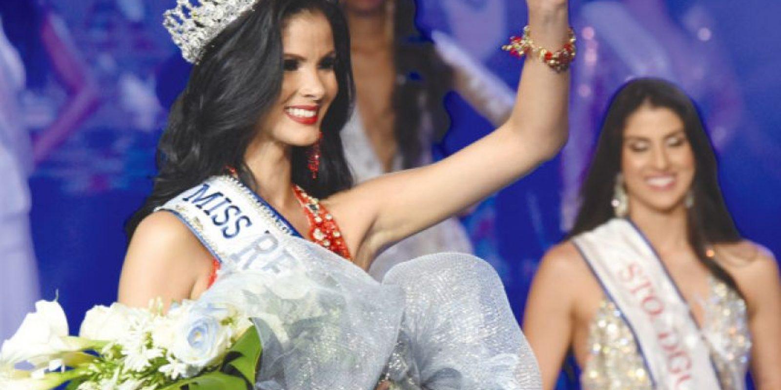 Sal García, feliz y ovacionada al ganar su corana de Miss Universo RD 2016. Foto:Fuente externa