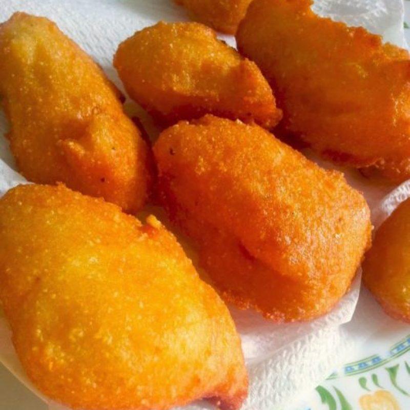3- Arepitas de maíz. Los dominicanos adoramos esas crujientes arepitas de maíz, que degustamos con el plato principal o como snack. Esa mezcla de harina, leche, huevos, sal, anís y azúcar es celestial. Brindemos siempre por ellas. Foto:Fuente externa