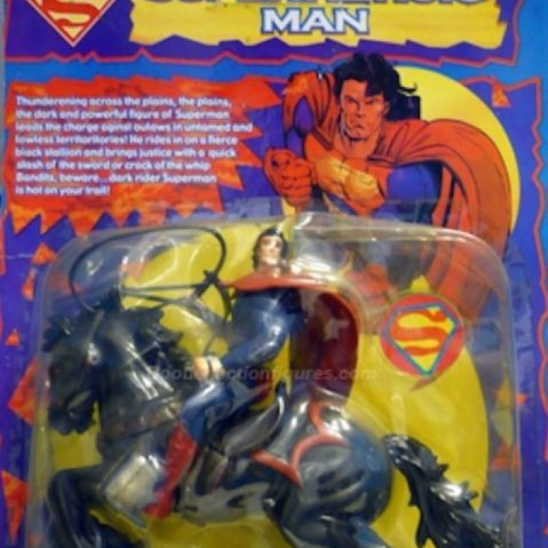 Superman en caballo y con látigo. Foto: vía Tumblr/ Bootleg Action Figures