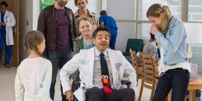 Eugenio Derbez hace el papel de médico Foto:Fuente Externa