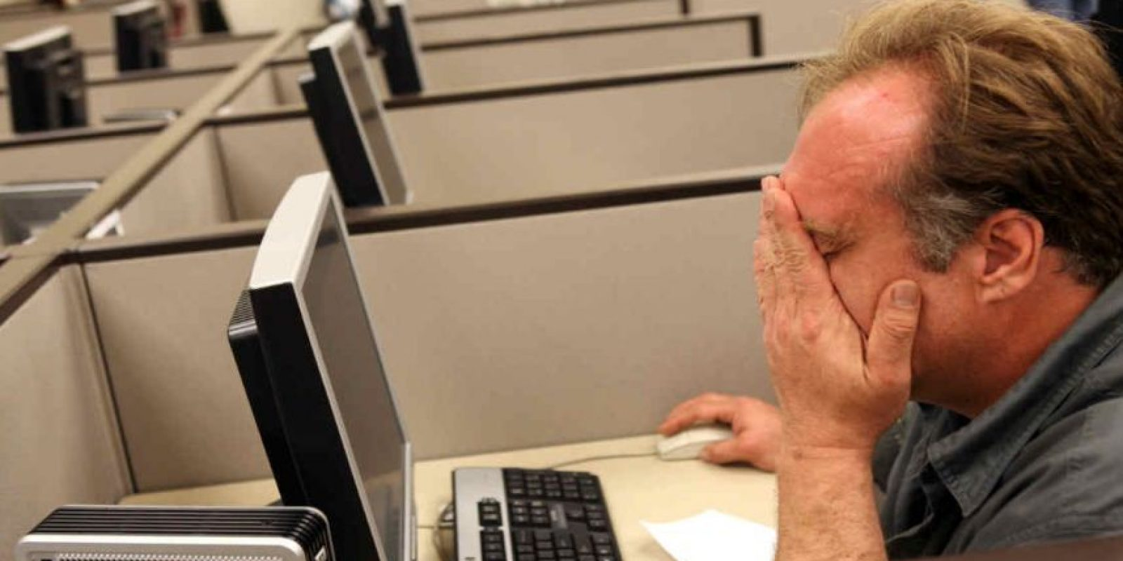 El estar horas frente a una pantalla puede provocarnos problemas visuales como resequedad o tensión ocular. Foto:Getty Images
