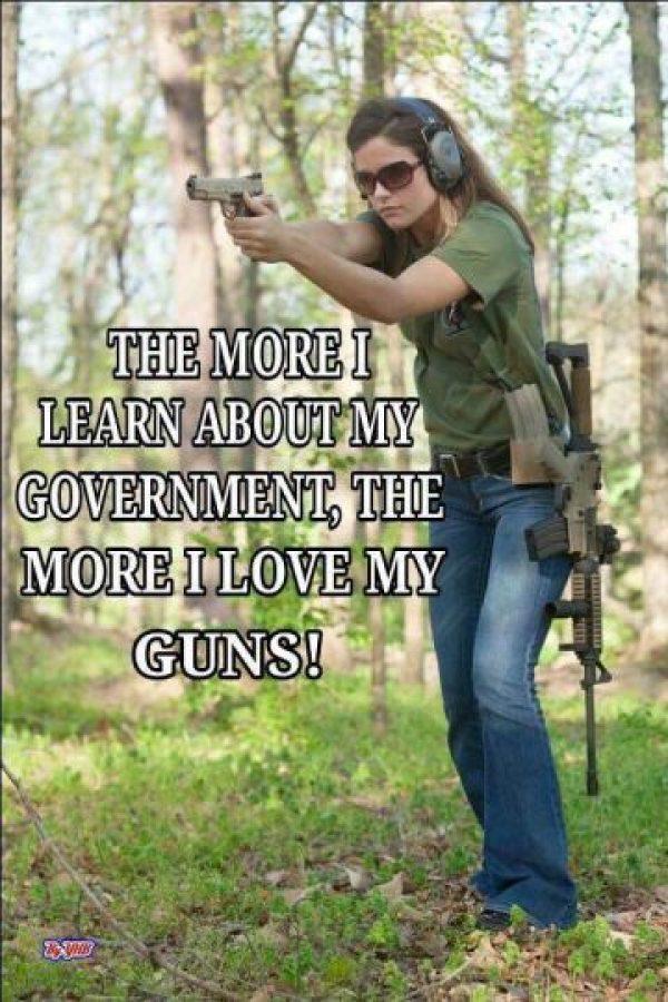 Su hijo también disparó accidentalmente el arma que la mujer guardaba en el automóvil Foto:Facebook.com