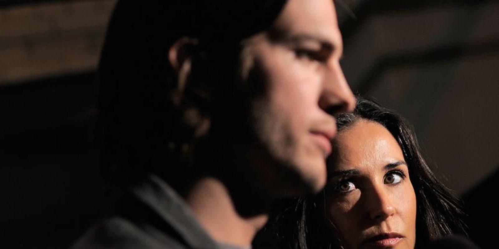 Pero Ashton le fue infiel en su aniversario. Con una joven. Foto:vía Getty Images