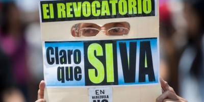 Maduro contra las cuerdas tras recolección de firmas